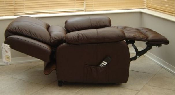 good recliner 3 flat.JPG & Recliner chairs: things you need to know if buying one for your ...