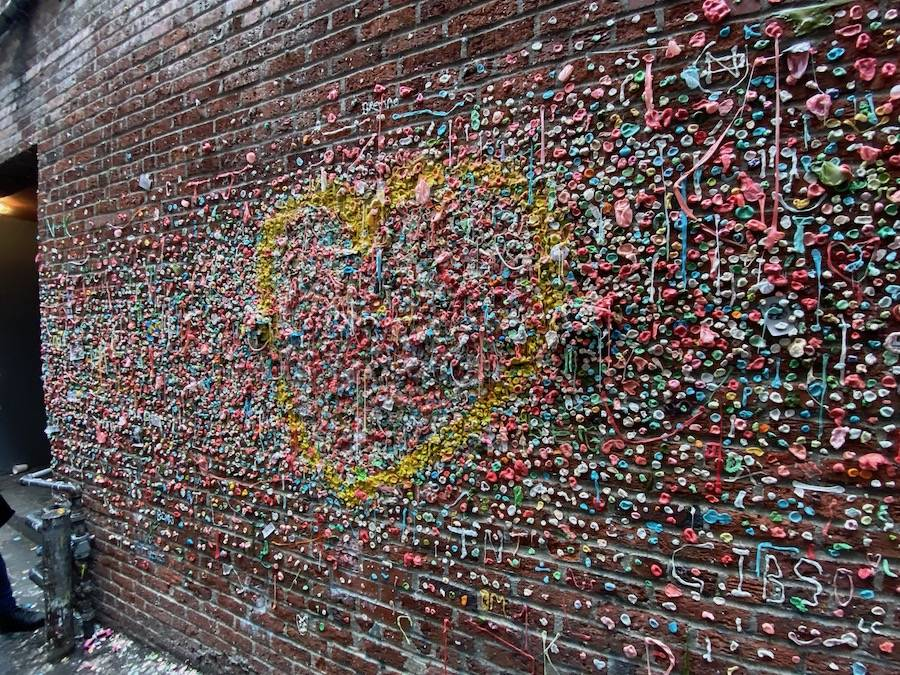 gum_wall_heart .jpeg